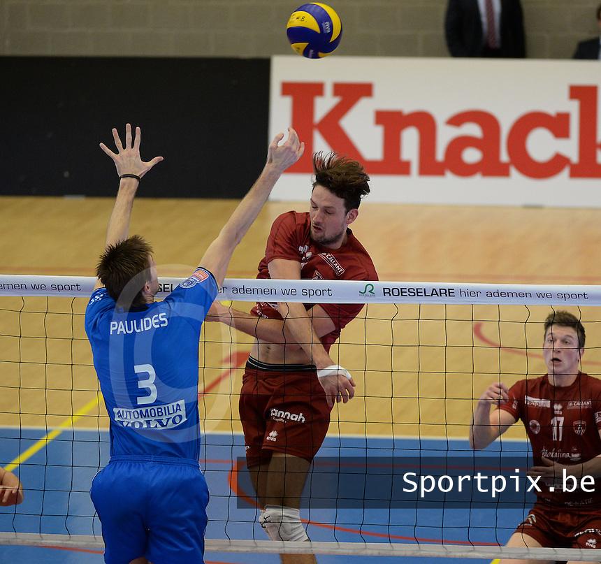 Knack Roeselare - Precura Antwerpen : Thomas Koelewijn met de smash tegenover Joppe Paulides (3)<br /> foto VDB / BART VANDENBROUCKE