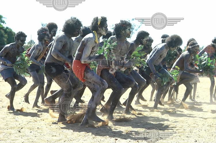 © Penny Tweedie / Panos Pictures..Aborigines, Arnhemland, AUSTRALIA..Ramingining dancers at Groote Eylandt.