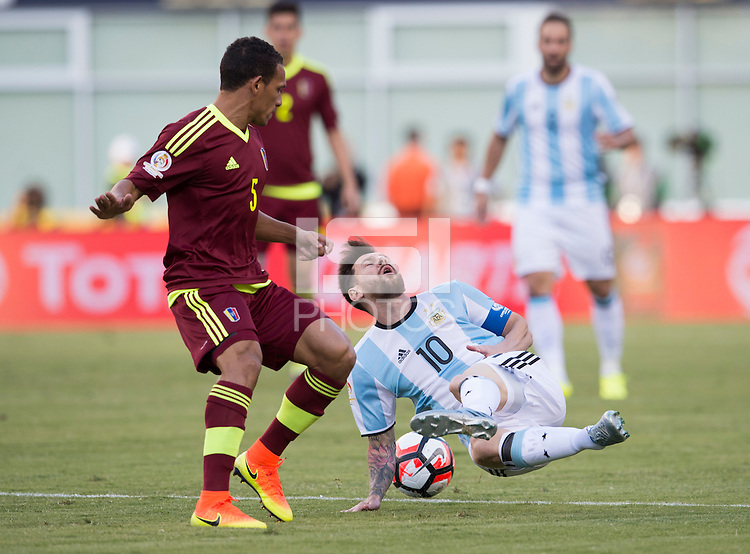 Foxborough, MA - Saturday June 18, 2016: Lionel Messi, Arquímedes Figuera during a Copa America Centenario quarterfinal match between Argentina (ARG) and Venezuela (VEN)  at Gillette Stadium.