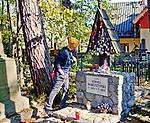 Cmentarz Zasłużonych na Pęksowym Brzyzku  - grób Kornela Makuszyńskiego