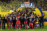 MEDELLÍN-COLOMBIA, 06-11-2019: Jugadores de Deportivo Independiente Medellín, celebran con el trofeo como campeones, después de vencer al Deportivo Cali, al final de partido de vuelta entre Deportivo Independiente Medellín y Deportivo Cali, por la final de la Copa Águila 2019, en el estadio Atanasio Girardot de la ciudad de Medellín. / Players of Deportivo Independiente Medellín, celebrate with the trophy as champions, after beating Deportivo Cali at the end of the second leg match between Deportivo Independiente Medellín and Deportivo Cali, for the final of the 2019 Aguila Cup, at the Atanasio Girardot stadium in Medellin city. / Photo: VizzorImage  / León Monsalve / Cont.