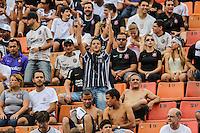 SAO PAULO, SP, 17 FEVEREIRO 2013 - CAMPEONATO PAULISTA - CORINTHIANS X PALMEIRAS - Torcedores momentos antes da partida entre Corinthians x Palmeiras pela oitava rodada do Campeonato Paulista no Estadio Paulo Machado de Carvalho, o Pacaembu na regiao oeste da capital paulista, neste domingo, 17. (FOTO: WILLIAM VOLCOV / BRAZIL PHOTO PRESS).