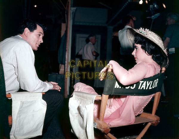 ROCK HUDSON & ELIZABETH TAYLOR.on the set of Giant (1956).*Filmstill - Editorial Use Only*.CAP/STF/PEL.Supplied by Capital Pictures.