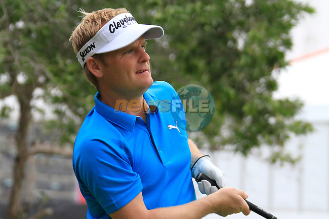 Soren Kjeldsen tees off on the 10th tee to start his round during Thusday Day 1 of the Abu Dhabi HSBC Golf Championship, 20th January 2011..(Picture Eoin Clarke/www.golffile.ie)