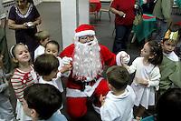 Festa de fim de ano em escola. São Paulo. 2008. Foto de Juca Martins.
