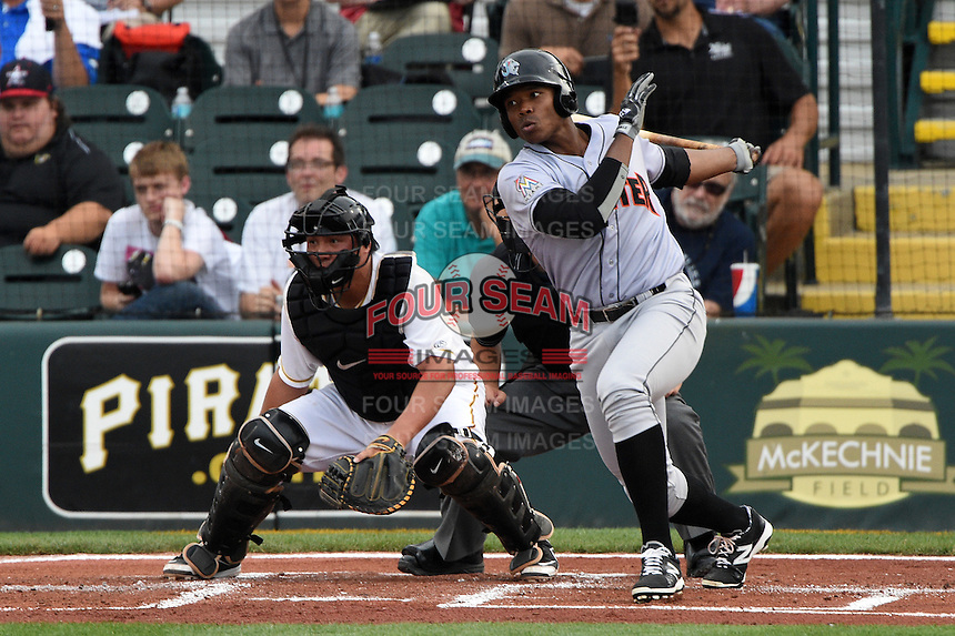 Jupiter Hammerheads outfielder Harold Riggins (18) at bat in front of catcher Jin-De Jhang (47) during a game against the Bradenton Marauders on April 17, 2015 at McKechnie Field in Bradenton, Florida.  Bradenton defeated Jupiter 11-6.  (Mike Janes/Four Seam Images)
