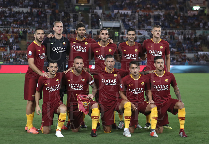 Calcio, Serie A: Roma - Atalanta, Stadio Olimpico, 27 agosto, 2018.<br /> Roma's players pose for the pre match photograph prior to the Italian Serie A football match between Roma and Atalanta at Roma's Stadio Olimpico, August 27, 2018.<br /> UPDATE IMAGES PRESS/Isabella Bonotto