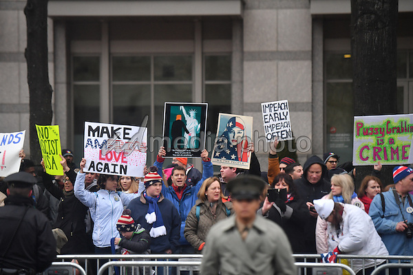 President Barack Obama's motorcade passes demonstrators along the route to the Inauguration on January 20, 2017 in Washington, D.C.  Trump became the 45th President of the United States. Photo Credit: Kevin Dietsch/CNP/AdMedia