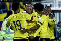 SANTIAGO DE CHILE- CHILE - 17-04-2015: Los jugadores de Colombia, celebran el gol anotado a Brasil, durante partido Colombia y Brasil, por la fase de grupos, Grupo C, de la Copa America Chile 2015, en el estadio Monumental en la Ciudad de Santiago de Chile. / The players of Colombia, celebrate a goal scored to Brasil,  during a match between Colombia and Brasil for the group phase, Group C, of the Copa America Chile 2015, in the Monumental stadium in Santiago de Chile city. Photos: VizzorImage /  Photosport / Andres Piña / Cont.