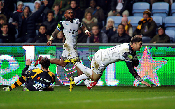 Matt Banahan of Bath Rugby dives for the try-line. European Rugby Champions Cup match, between Wasps and Bath Rugby on December 13, 2015 at the Ricoh Arena in Coventry, England. Photo by: Patrick Khachfe / Onside Images