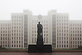 Lenin-Denkmal vor dem Regierungssitz in Minsk. / Lenin monument in front of the seat of the governement in Minsk