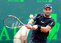 BOGOTA - COLOMBIA -04 -11-2013: Alejandro Falla tenista colombiano devuelve la bola a Agustin Belloti, tenista de Argentina, durante partido de la primera ronda del Seguros Bolivar Open en el Club Campestre el Rancho de la ciudad de Bogota. / Alejandro Falla Colombian tennis player returns the ball to Agustin Belloti, Argentina tennis player during a match for the first round of the Seguros Bolivar Open in the Club Campestre El Rancho in Bogota city.Photo: VizzorImage  / Luis E. Mejia / Cont.