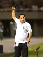 ENVIGADO - COLOMBIA -14 -08-2015: Juan C Sanchez, tecnico de Envigado FC durante partido por la fecha 6 entre Envigado FC y Boyaca Chico FC, de la Liga Aguila II-2015, en el estadio Polideportivo Sur de la ciudad de Envigado. / Juan C Sanchez coach of Envigado FC, during a match of the 6 date between Envigado FC and Boyaca Chico FC, for the Liga Aguila II -2015 at the Polideportivo Sur stadium in Envigado city. Photo: VizzorImage. / Leon Monsalve / Str.