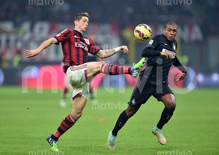FUSSBALL INTERNATIONAL   SERIE A   SAISON  2014/2015   12. Spieltag AC Mailand - Inter Mailand                      23.11.2014 Fernando Torres (li, AC Mailand) gegen Mauro Emanuel Icardi (Inter Mailand)