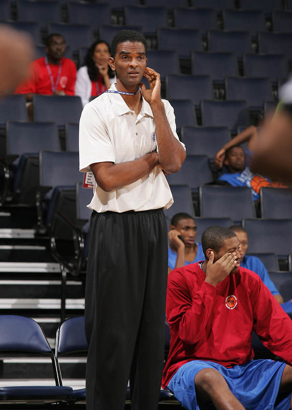 Ralph Sampson talks with his players during the NBA Top 100 Camp held Friday June 22, 2007 at the John Paul Jones arena in Charlottesville, Va. (Photo/Andrew Shurtleff)