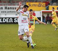 FC GULLEGEM - SV BORNEM :<br /> Arne Van Den Eynde (R) probeert de bal af te snoepen van Jenci Dejonghe (L)<br /> <br /> Foto VDB / Bart Vandenbroucke