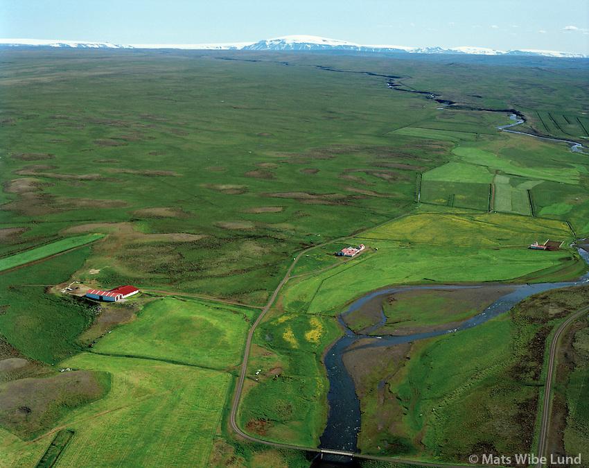 Neðri-Fitjar (part af landi Efri-Fitjar fremst), séð til suðurs, Þorkelshólshreppur / Nedri-Fitjar (with part of fields belonging to Efri-Fitjar in foreground. Thorkelsholshreppur, Viewing south towards Langjokull and Eiriksjokull (in centre)