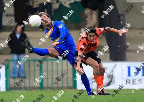 2010-10-17 / Voetbal / seizoen 2010-2011 / Willebroek-Meerhof - SK Opwijk / Kane Develer (L, Opwijk) met Sharifi..Foto: Mpics