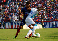 SANTA MARTA- COLOMBIA, 17-03-2019: Luis Carlos Arias disputa el balón con Marlon Piedrahita (Der) jugador del Atlético Junior durante partido por fecha 10 de la Liga Águila I 2019 jugado en el estadio Sierra Nevada de la ciudad de Santa Marta. / Luis Carlos Arias (L) player of Union Magadalena   fights for the ball with Marlon Piedrahita (R) player of Atletico Junior during match for the date 10 as part of the  Aguila League  I 2019 played at the Sierra Nevada Stadium in Santa Marta  city. Photo: VizzorImage / Gustavo Pacheco / Contribuidor