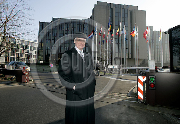 LUXEMBOURG - City - 16 JANUARY 2006 -- Aunus SALMI, Member of the EU Court of Auditors. In the background the building of the EU Court of Auditors. -- PHOTO: JUHA ROININEN / EUP-IMAGES