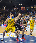 14.04.2018, EWE Arena, Oldenburg, GER, BBL, EWE Baskets Oldenburg vs s.Oliver W&uuml;rzburg, im Bild<br /> unter dem Korb<br /> Maxime DeZEEUW (EWE Baskets Oldenburg #12)<br /> Owen KLASSEN (s.Oliver W&uuml;rzburg #4 )<br /> Foto &copy; nordphoto / Rojahn