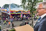 19.08.2019, Stoppelmarkt, Vechta, 721. Stoppelmarkt in Vechta - traditioneller Montagsempfang / traditioneller Pferde und Viehmart<br /> <br /> <br /> im Bild: <br /> <br /> Helmut Gels ( Buergermeister Stadt Vechta)sagt DANKE Stefan Weil (Ministerpraesident des Landes Niedersachsen (SPD) ) würdigte anlässlich des 721.Vechtaer Stoppelmarktes die Verdienste von Helmut Gels (Buergermeister Stadt Vechta) im Rahmen des Montagsempfanges der Stadt Vechta im Niedersachsenzelt vor 1200 geladenen Besuchern aus Politik und Wirtschaft. Gels, der in den letzten 30 Jahren (mit einer kleinen Unterbrechung) als Stadtdirektor und Bürgermeister für den Stoppelmarkt verantwortlich war, holte u.a als Festredner in die Kreisstadt Peter Altmaier (CDU-Bundesminister für Wirtschaft und Energie), die ehemalige Bundesverteidigungsministerin Dr. Ursula von der Leyen (jetzige Präsidentin der Europäischen Kommission) sowie Andrea Nahles und Stefan Weil, Thomas de Maizière nach Vechta. Gels geht am 02.11.2019 in den wohlverdienten Ruhestand.<br /> <br /> Foto © nordphoto / Kokenge