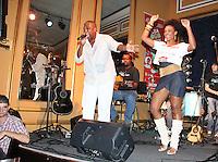 SAO PAULO, SP, 18 DE JANEIRO 2012. A atriz Valquiria Ribeiro, no esquenta para o Carnaval, no Bar Brahma, regiao central de SP, na noite desta quarta-feira, 18. FOTO MILENE CARDOSO - NEWS FREE