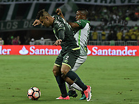 MEDELLÍN -COLOMBIA-10-05-2017: Andres Ibarguen (Der) jugador de Atlético Nacional de Colombia disputa el balón con Joao Pedro (Izq) jugador de Chapecoense de Brasil durante partido de vuelta por la final de la CONMEBOL Recopa Sudamericana 2017 jugado en el estadio Atanasio Girardot de la ciudad de Medellín. / Andres Ibarguen (R) player of Atletico Nacional of Colombia fights for the ball with Joao Pedro (L) player of Chapecoense of Brasil during second leg match for the final of the CONMEBOL Recopa Sudamericana 2017 played at Atanasio Girardot stadium in Medellin city. Photo: VizzorImage / Gabriel Aponte / Staff