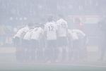 AMSTELVEEN - team overleg  , teamhuddle,   voor de  eerste finalewedstrijd van de play-offs om de landtitel in het Wagener Stadion, tussen Amsterdam en Kampong (1-1). Kampong wint de shoot outs.   COPYRIGHT KOEN SUYK