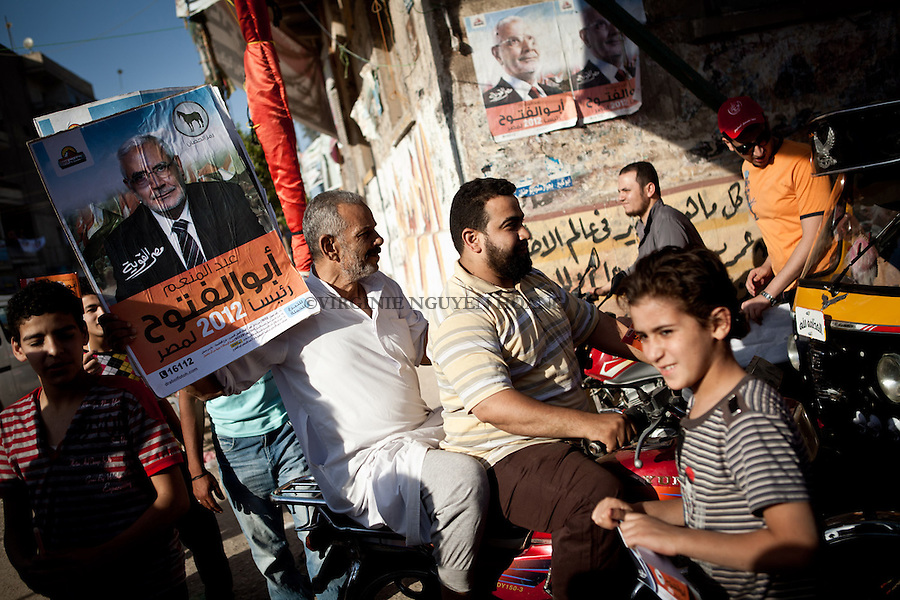 ©VIRGINIE NGUYEN HOANG/.Egypt,Cairo.10/05/2012..Abdel Moneim Abouel Fotouh Former Brotherhood leader, was visiting the region of Sharrqyia in the Delta  of Egypt for his presidential campaign..Campaigners and supporters were celebraing and preparing his arrival at the meeting.