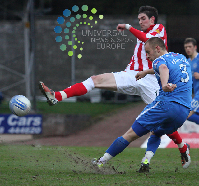 Kyle Lafferty late to challenge Danny Grainger. St Johnstone v Rangers 05/04/11 Universal News and Sport (Europe