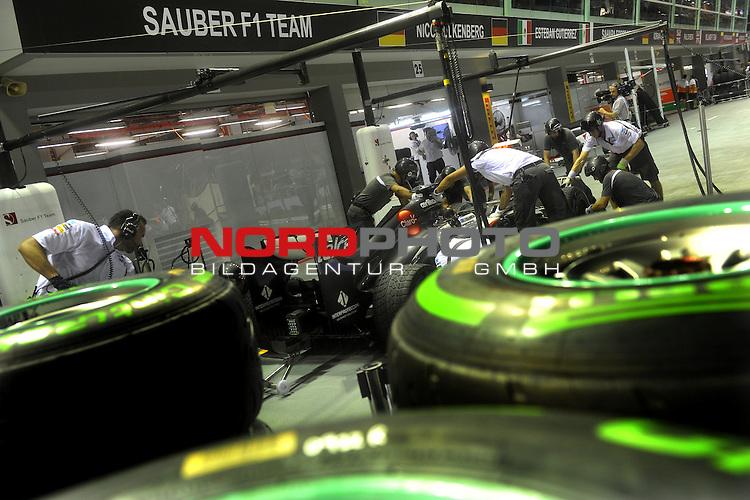 19.-22.09.2013, Marina-Bay-Street-Circuit, Singapur, SIN, F1, Grosser Preis von Singapur, Singapur, Sauber F1 Team <br />  Foto &copy; nph / Mathis