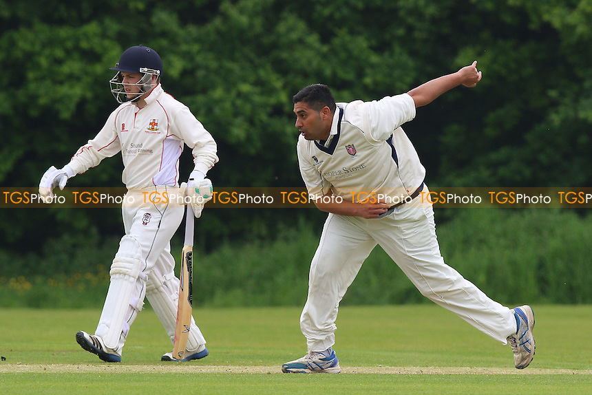 M Ismail in bowling action for Hainault during Hutton CC vs Hainault & Clayhall CC, Shepherd Neame Essex League Cricket at the Polo Field on 28th May 2016