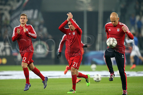 23.02.2016. Turin, Italy. UEFA Champions League football. Juventus versus Bayern Munich. Joshua Kimmich (FC Bayern Munich) Philipp Lahm (FC Bayern Munich)applaud the fans with Arjen Robben (FC Bayern Munich) pregame