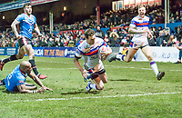 Picture by Allan McKenzie/SWpix.com - 09/02/2018 - Rugby League - Betfred Super League - Wakefield Trinity v Salford Red Devils - The Mobile Rocket Stadium, Wakefield, England - Wakefield's Scott Grix scotres a try against Salford.