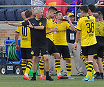 Football: Test Match, Liverpool FC - Borussia Dortmund. Dortmund head coach Lucien Favre talks to his players during a hot weather water break in the first half of their exhibition match on July 19, 2019 at Notre Dame Stadium. <br /> Tim Vizer/DPA