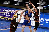 GRONINGEN - Volleybal, Lycurgus - Papendal, Eredivisie,  seizoen 2019-2020, 19-1-2020,  Lycurgus speler Eric van der Schaaf slaat de bal door het blok