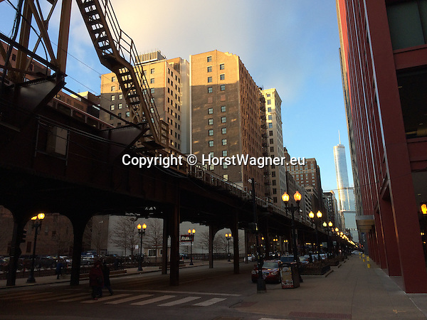 "Chicago, Illinois, United States of America / USA; December 27, 2016 -- Wabash Avenue with viaduct for Chicago ""L"" (short for ""elevated""), the rapid transit system -- Photo: © HorstWagner.eu"