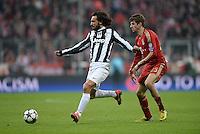 FUSSBALL  CHAMPIONS LEAGUE  VIERTELFINALE  HINSPIEL  2012/2013      FC Bayern Muenchen - Juventus Turin       02.04.2013 Andrea Pirlo (li, Juventus Turin) gegen Thomas Mueller (re, FC Bayern Muenchen)