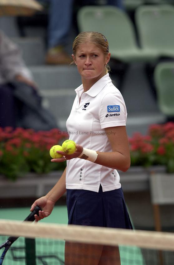 Photo. Richard Lane. .Roland Garros 2002, French Open Tennis. 28/5/2002.Tatiana Poutchek