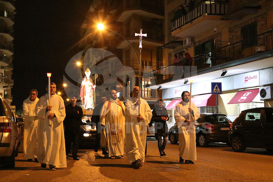 NAPOLI, ITALIA, 09.11.2016 - RELIGIÃO-ITALIA - Procissão em homenagem Santo Agripino em Napoli na Italia nesta quarta-feira, 09. (Foto: Salvatore Esposito/Brazil Photo Press)