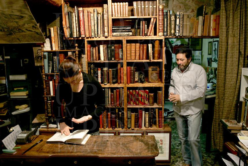 L'interno dell'antica legatoria e libreria Charta, a Venezia.<br /> Interior view of the old bookbindery and bookshop Charta, in Venice.<br /> UPDATE IMAGES PRESS/Riccardo De Luca