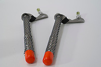 Isskruer. --- Ice climbing tools.