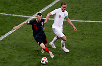 MOSCU - RUSIA, 11-07-2018: Marcelo BROZOVIC (Izq) jugador de Croacia disputa el balón con Harry KANE (Der) jugador de Inglaterra durante partido de Semifinales por la Copa Mundial de la FIFA Rusia 2018 jugado en el estadio Luzhnikí en Moscú, Rusia. / Marcelo BROZOVIC (L) player of Croatia fights the ball with Harry KANE (R) player of England during match of Semi-finals for the FIFA World Cup Russia 2018 played at Luzhniki Stadium in Moscow, Russia. Photo: VizzorImage / Julian Medina / Cont