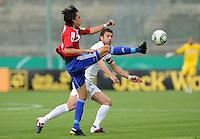 FUSSBALL   DFB POKAL   SAISON 2011/2012  1. Hauptrunde SpVgg Unterhaching - SC Freiburg             31.07.2011 Markus Schwabl (li, Unterhaching) gegen Heiko Butscher (re, SC Freiburg)
