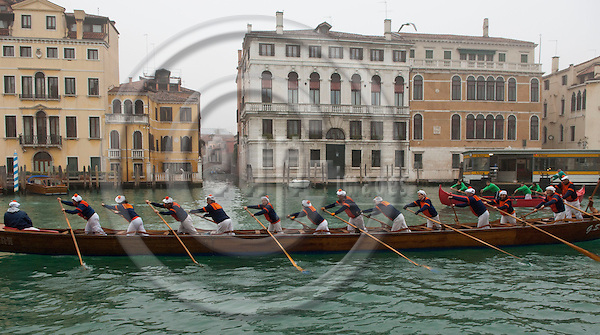 Venice-Italy - January 09, 2011 -- 1. Vogata dell'anno / Voga Veneta Mestre / a joint charity rallye of Venetian rowing clubs; position: Canal Grande, Calle Mocenigo Casa Vécchia -- water, culture -- Photo: Horst Wagner / eup-images