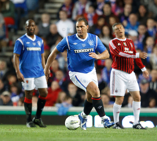 Lorenzo Amoruso bulldozes his way upfield