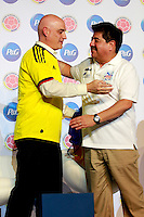 BARRANQUILLA, COLOMBIA - 20-03-2013: Juan Carlos Trujillo (Izq.) Gerente General de P&G de Colombia, Luis Bedoya (Der.) Presidente de la Federación Colombiana de Fútbol, durante presentación del nuevo socio de la Federación, en Barranquilla, marzo 20 de 2013. (Foto: VizzorImage / Luis Ramírez / Staff).  Juan Carlos Trujillo (3 L) General Manager of P & G of Colombia, Luis Bedoya (3Der.) President of the Colombian Football Federation, during presentation of the new partner of the Federation, in Barranquilla, March 20, 2013. (Photo: VizzorImage / Luis Ramirez / Staff)..