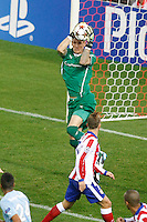 Atletico de Madrid´s Griezmann (D) and Malmo´s goalkeeper Olsen during Champions League soccer match between Atletico de Madrid and Malmo at Vicente Calderon stadium in Madrid, Spain. October 22, 2014. (ALTERPHOTOS/Victor Blanco)