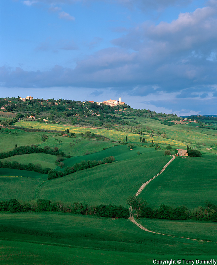 Tuscany, Italy, <br /> Hill town of Pienza on a ridge above the scattered farms and rolling green hills of the Val d'Orcia